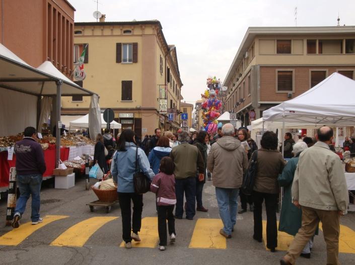 gente in piazza (2)